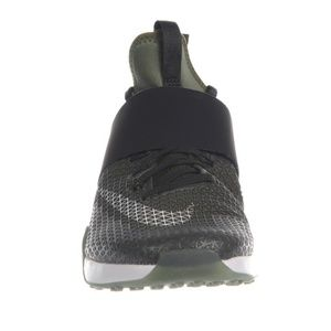Nike Air Zoom Strong Shoes 7.5
